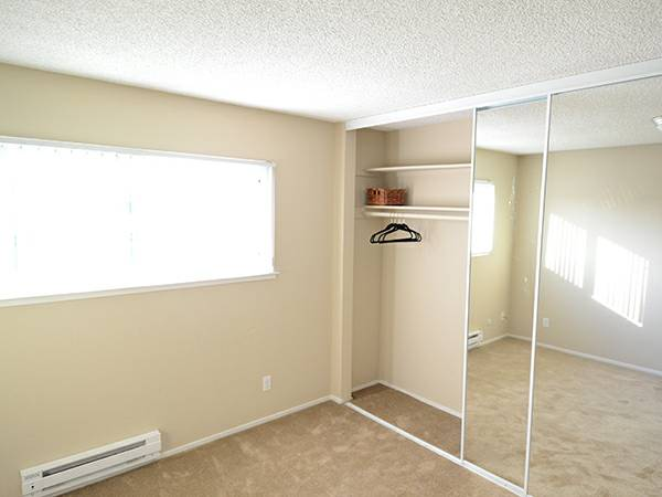 Meridian Apartments San Jose - closet